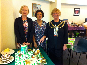 Mayor of Hounslow cutting cake